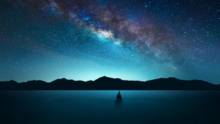 piękne nocne niebo i gwiazdy